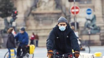 Uso del cubrebocas al aire libre ya no será obligatorio en Francia