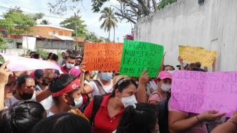 Mujeres de seis municipios exigen ser contratadas para trabajar en Dos Bocas