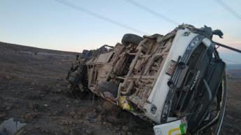 Mueren 27 trabajadores mineros tras caída de un autobús a precipicio en Perú