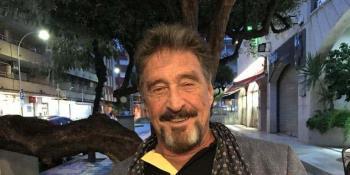 Fundador del antivirus McAfee, es hallado muerto en una prisión de Barcelona