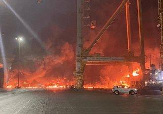 Explota contenedor en el puerto de Jebel Ali, en Dubái