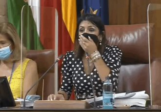 Rata irrumpe en sesión del Parlamento de Andalucía en España
