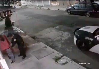 Policías asaltan a una persona alcoholizada en la CDMX