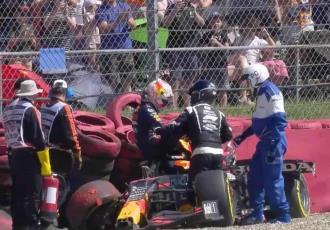 """Red Bull paga 1.8 millones de dólares tras """"agresión"""" de Hamilton a Verstappen"""