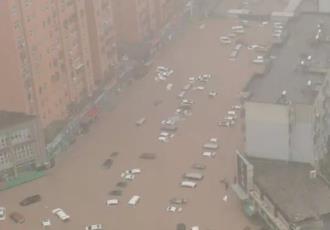 Aumenta a 150 los muertos en China e India por lluvias históricas