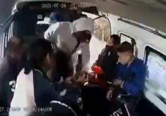 ´¡No por favor!´, ´¡Ya, por favor!´: suplica mujer durante asalto en combi de Edomex; momento quedó grabado