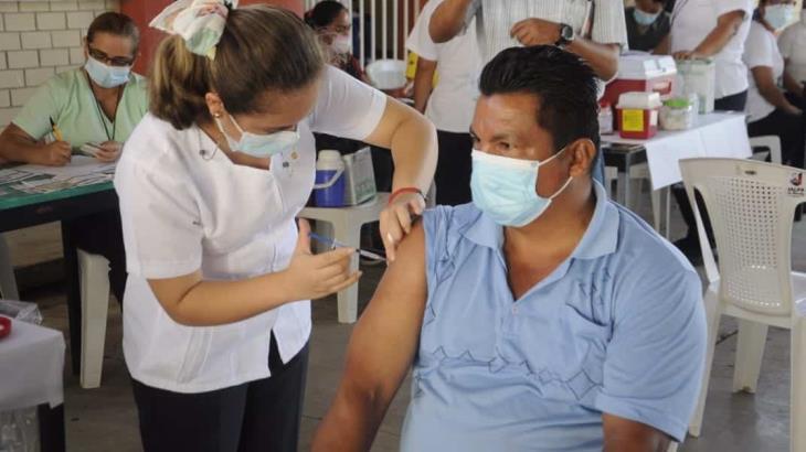 Recibirán segunda dosis de vacuna anticovid rezagados de Cárdenas del 26 al 28 de julio: Salud