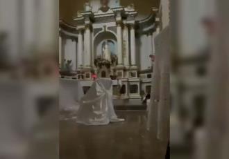 Personas que estaban en una iglesia en Magdalena de Kino, Sonora, se tiran al suelo durante balacera