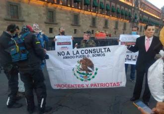 Se caracterizan de expresidentes de México para promocionar la consulta popular