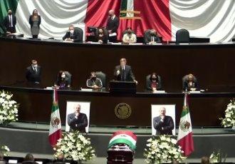 Rinden homenaje a René Juárez Cisneros... en San Lázaro