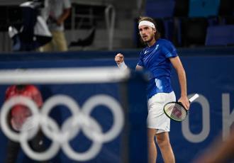 Tsitsipás y Schwartzman se despiden del tenis individual; Djokovic avanza