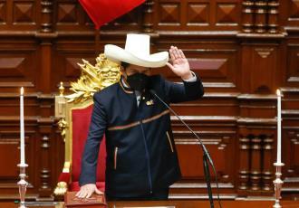 Pedro Castillo asume como presidente de Perú