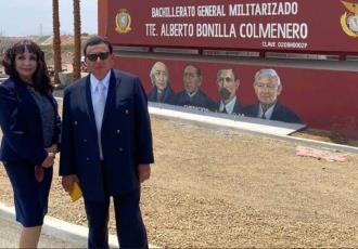 Bachillerato Militarizado de Mexicali cuenta con mural en donde AMLO aparece con personajes históricos