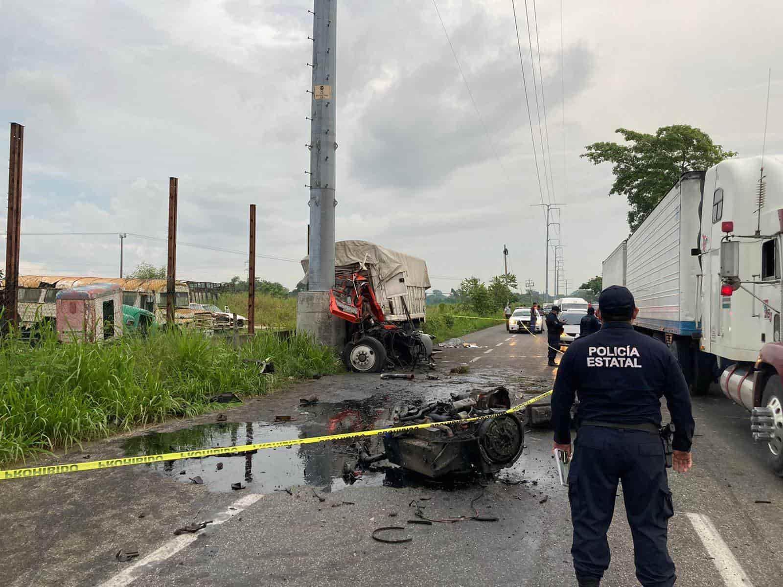 Choca tráiler en la Villahermosa-Cárdenas, fallece el conductor