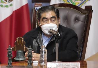 No es nueva la investigación de la diputada morenista por posesión de armas, según Miguel Barbosa