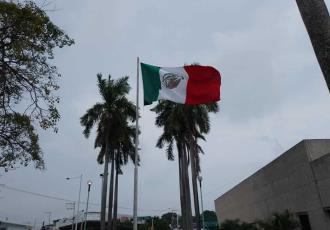 Izan al revés Bandera de México en la zona CICOM