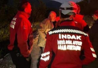 Hombre alcoholizado se une a equipo de rescate para encontrar a un desaparecido en Turquía... era a él mismo