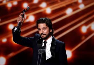 Recibe Diego Luna el Premio Platino de Honor 2021 por su trayectoria en cine