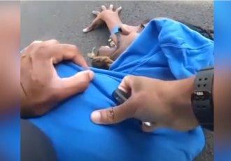 """""""Soy parapléjico"""", grita un hombre negro que es sometido por policías en Ohio"""