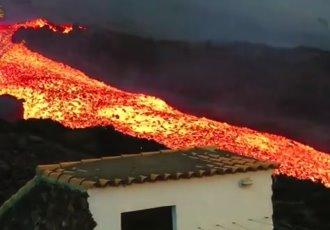 Volcán Cumbre Vieja de La Palma continúa expulsando lava y destruyendo casas