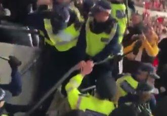 Futbol de Hungría expulsa a aficionados de estadios por violencia