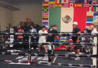 Así entrena Saúl Canelo Álvarez al hijo de Manny Pacquiao