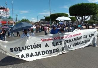 Amenazan maestros de la CNTE en Michoacán con no regresar a las aulas... hasta que les paguen adeudo pendiente