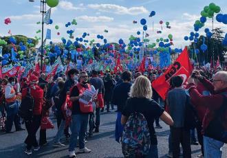 Marchan más de 200 mil personas en Roma; protestan contra el fascismo