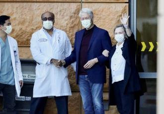 Dan de alta a Bill Clinton, tras ser hospitalizado por una infección